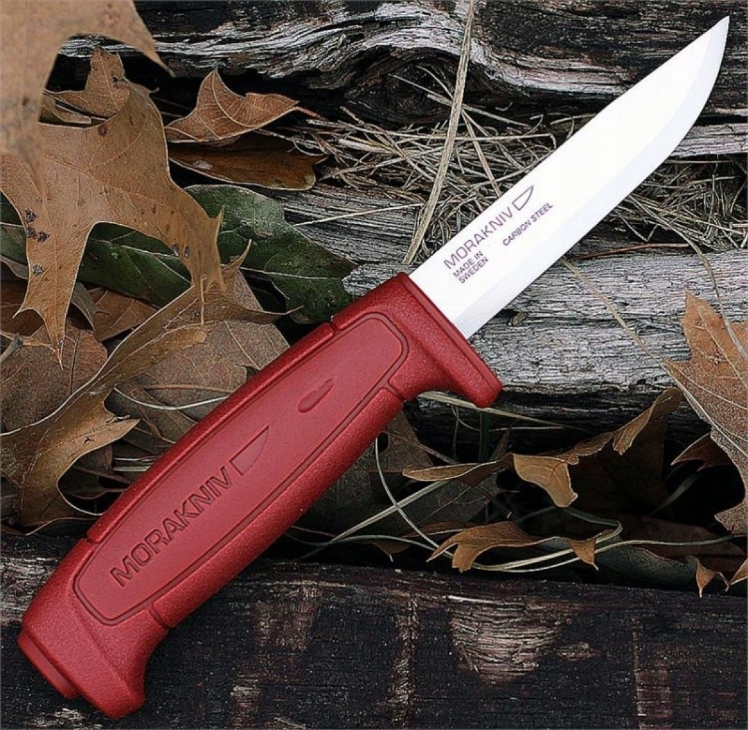 Нож Morakniv Basic углеродистая сталь, красный