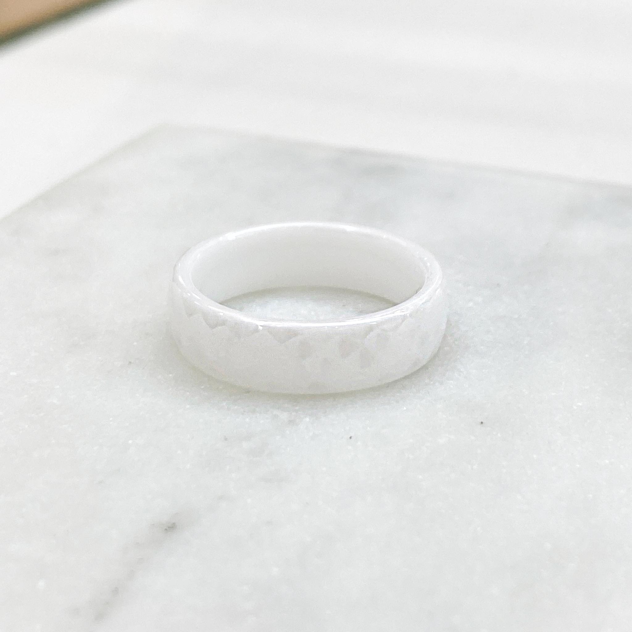 Кольцо Керамика фактурное (белый)