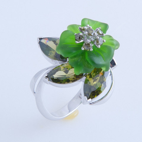 Кольцо с цветком из кварца и фианитами Арт.1213зз