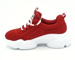 Красные кроссовки из текстиля на платформе