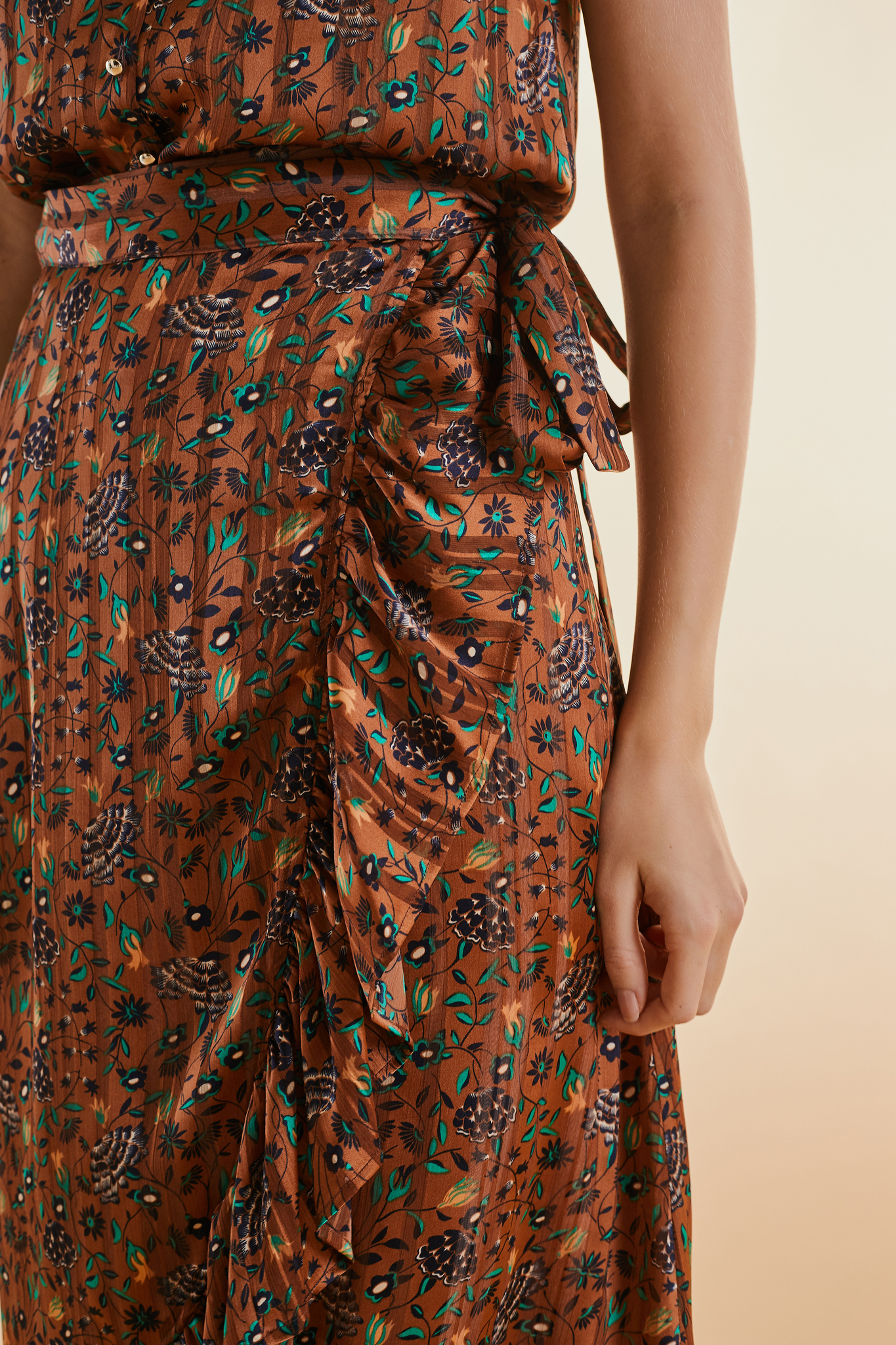 Юбка с запахом и с индийским цветочным принтом
