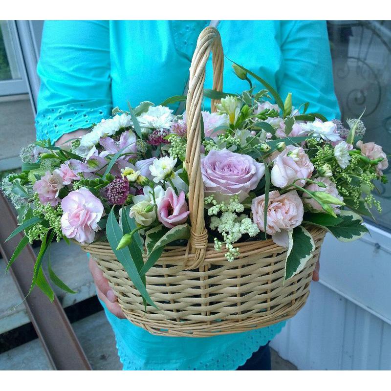 Купить корзину с живыми цветами в Перми