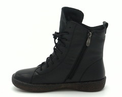 Черные кожаные зимние ботинки на высокой подошве