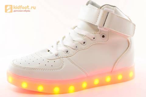 Светящиеся высокие кроссовки с USB зарядкой Fashion (Фэшн) на шнурках и липучках, цвет белый, светится вся подошва. Изображение 1 из 27.