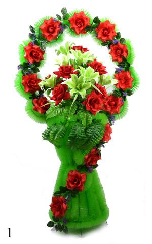 Корзина украшенная цветами лилий, бархатный роз