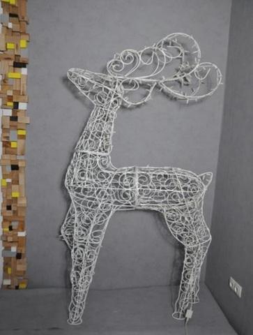 конструкция из гирлянд олень декоративный