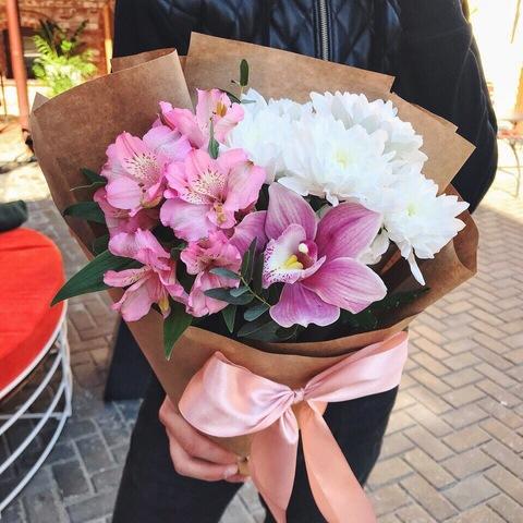 Букет из орхидеи, хризантемы и альстромерии #1945