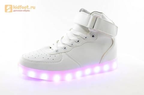 Светящиеся высокие кроссовки с USB зарядкой Fashion (Фэшн) на шнурках и липучках, цвет белый, светится вся подошва. Изображение 5 из 27.