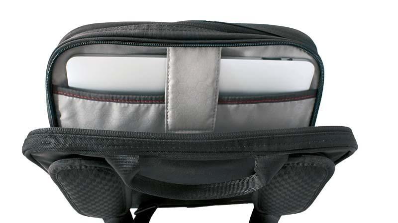 Сумка наплечная VICTORINOX Travel Companion горизонтальная с возможностью ношения в 3 положениях, чёрная, нейлон 800D, 27x8x21 см, 4 л (31173801) | Wenger-Victorinox.Ru