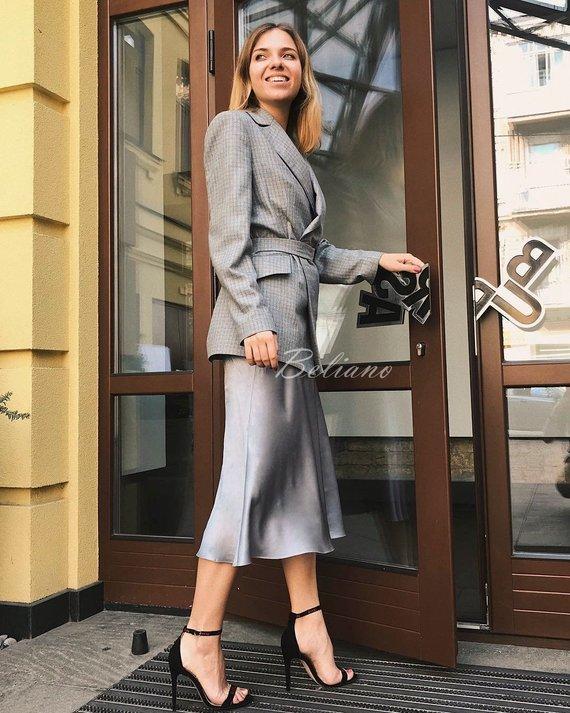 Стильная трендовая юбка серого цвета из натурального шелка