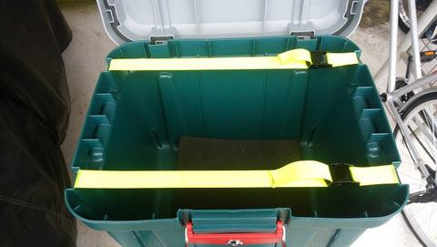 Экспедиционный ящик IRIS RV Box 460, пример крепления к багажнику.
