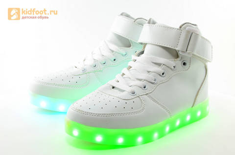 Светящиеся высокие кроссовки с USB зарядкой Fashion (Фэшн) на шнурках и липучках, цвет белый, светится вся подошва. Изображение 10 из 27.