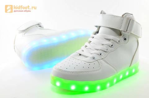 Светящиеся высокие кроссовки с USB зарядкой Fashion (Фэшн) на шнурках и липучках, цвет белый, светится вся подошва. Изображение 12 из 27.
