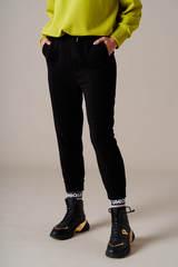 Укороченные брюки на манжетах