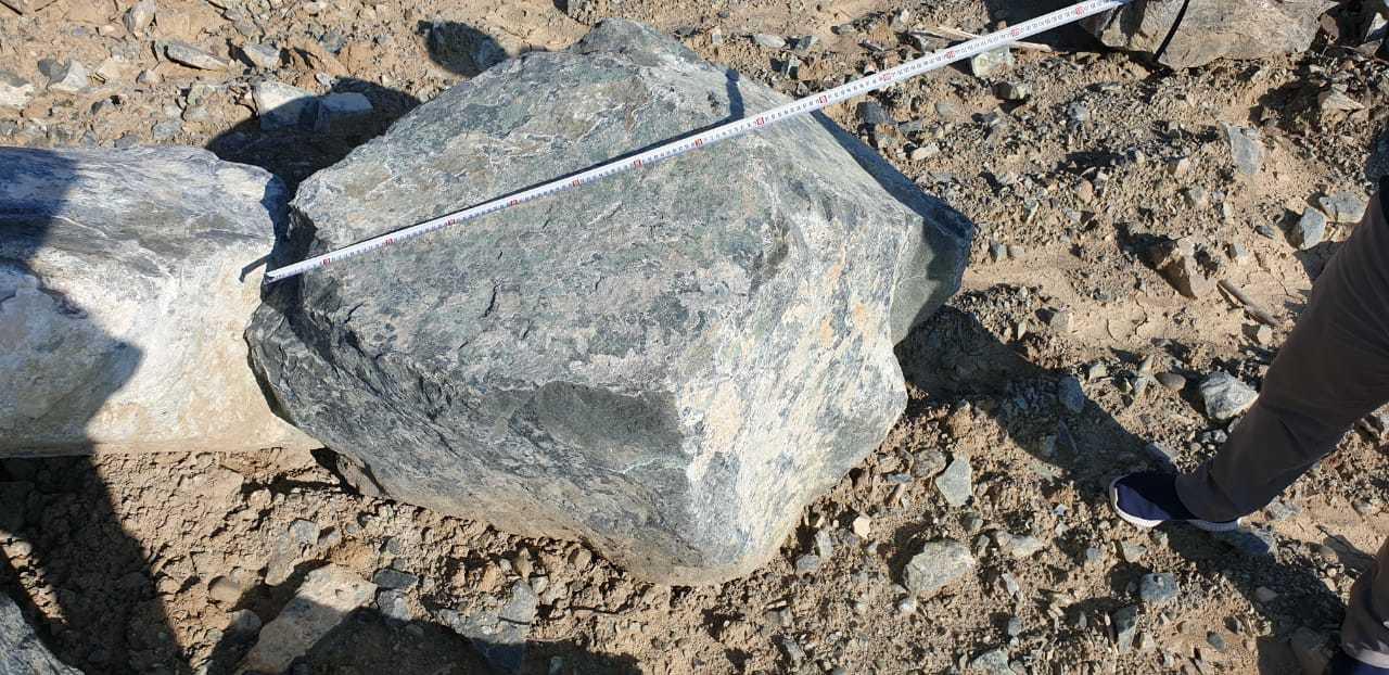 Глыба камень серпентинит Голубой до 2 метров
