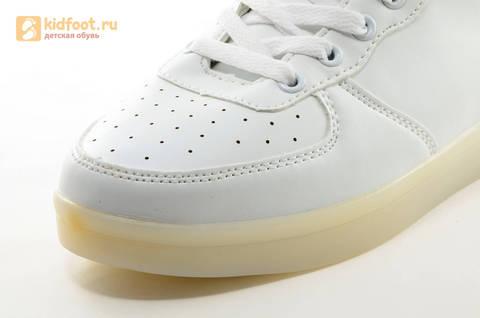 Светящиеся высокие кроссовки с USB зарядкой Fashion (Фэшн) на шнурках и липучках, цвет белый, светится вся подошва. Изображение 19 из 27.