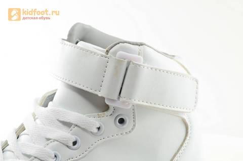 Светящиеся высокие кроссовки с USB зарядкой Fashion (Фэшн) на шнурках и липучках, цвет белый, светится вся подошва. Изображение 20 из 27.