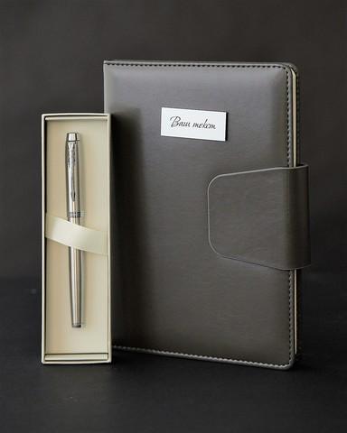 Набор с гравировкой: Ежедневник и ручка роллер Parker IM Stainless Steel CT