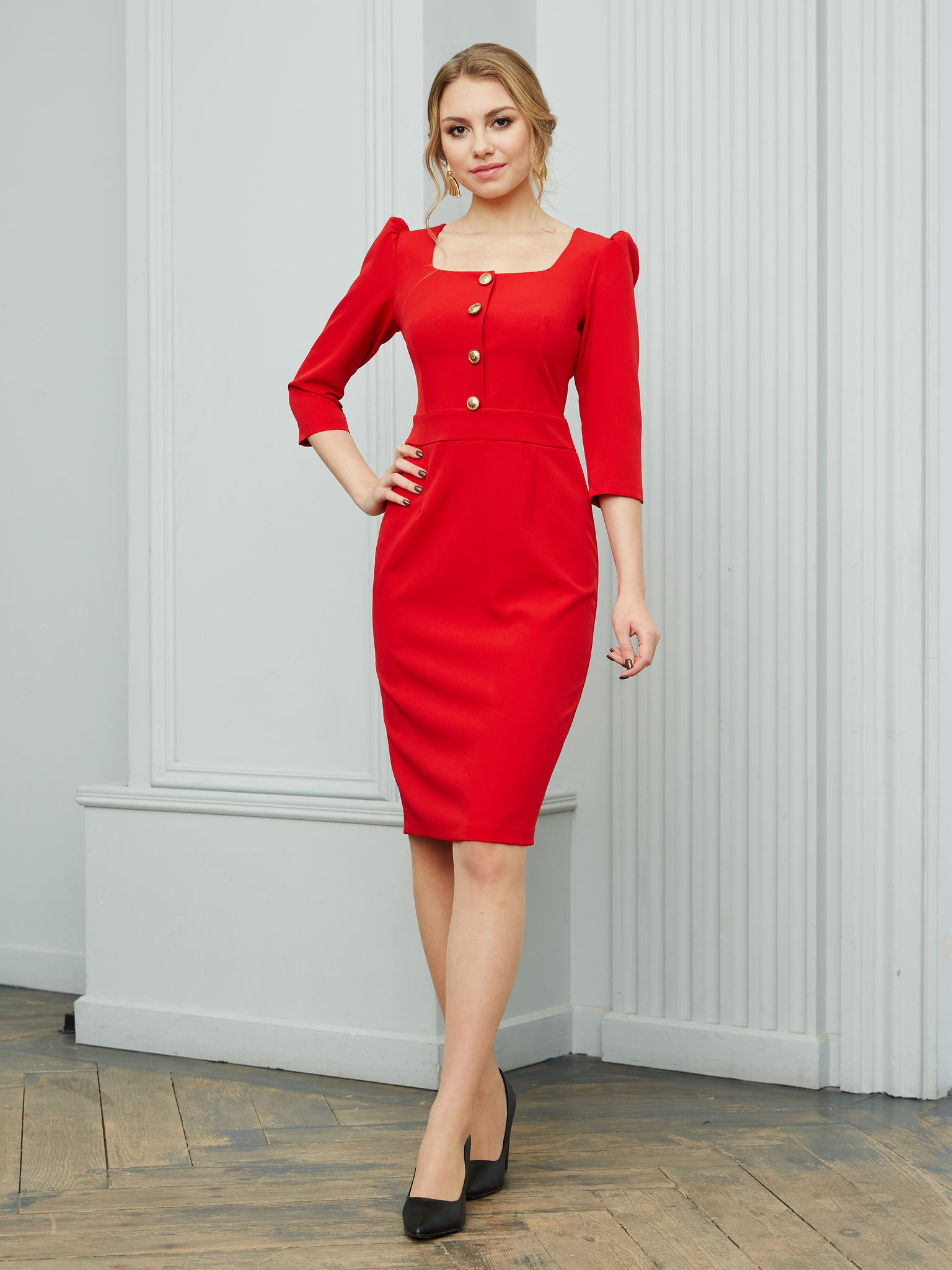 Офисное платье с квадратным вырезом (красный)