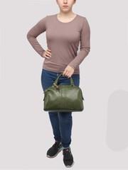 Зеленая сумка классической формы