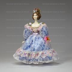 Сувенирная кукла в кружевном бальном платье