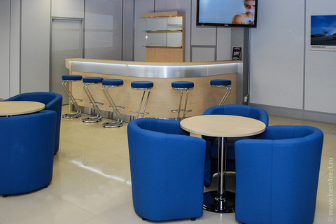 Кресла и столы для кафе с барной стойкой