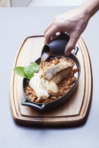 Овальное фарфоровое блюдо черное, артикул 644679, серия Belle Cuisine