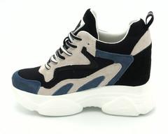 Комбинированные кроссовки на массивной подошве