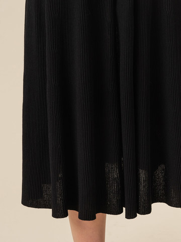 Женская юбка-миди черного цвета с поясом на резинке - фото 6