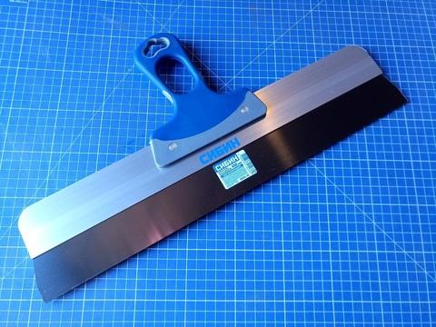 Шпатель СИБИН ФАСАДНЫЙ нержавеющий, алюминиевая направляющая, 2к ручка, 450мм
