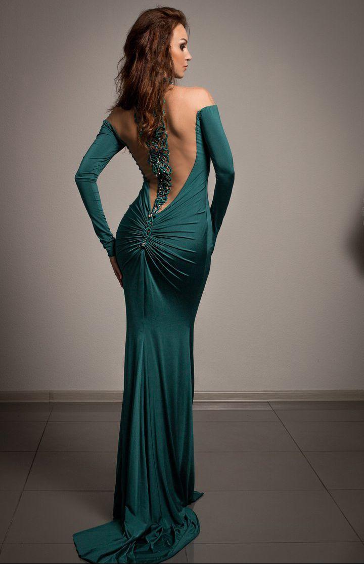 Tarik Ediz 92423 Зеленое платье длинное, облегающее фигуру платье с элегантным шлейфом и оригинальной расшитой спинкой