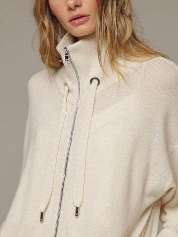 Женский белый джемпер на замке с высоким горлом из 100% кашемира - фото 4