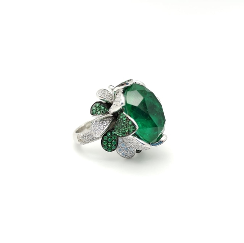20326- Кольцо с крупным изумрудным камнем в стиле BRUNI