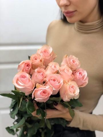13 роз в оформлении #2437
