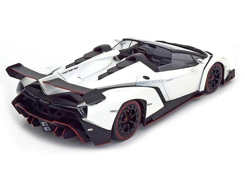 Коллекционная модель Lamborghini Veneno Roadster 2014 White Metallic/Red