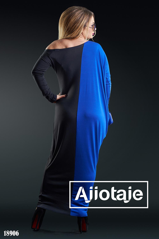 Двухцветное платье в пол с ассиметричным вырезом