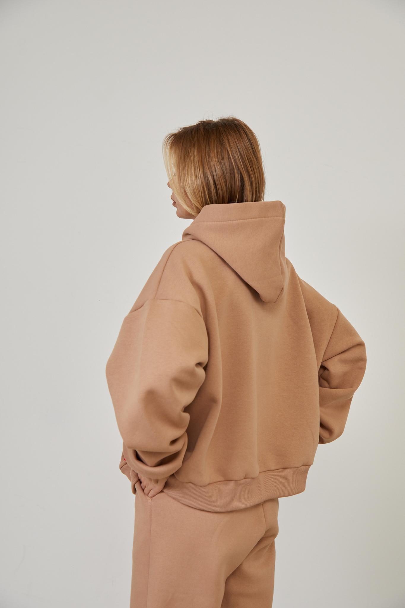 Утеплённое худи с карманом цвета мокко