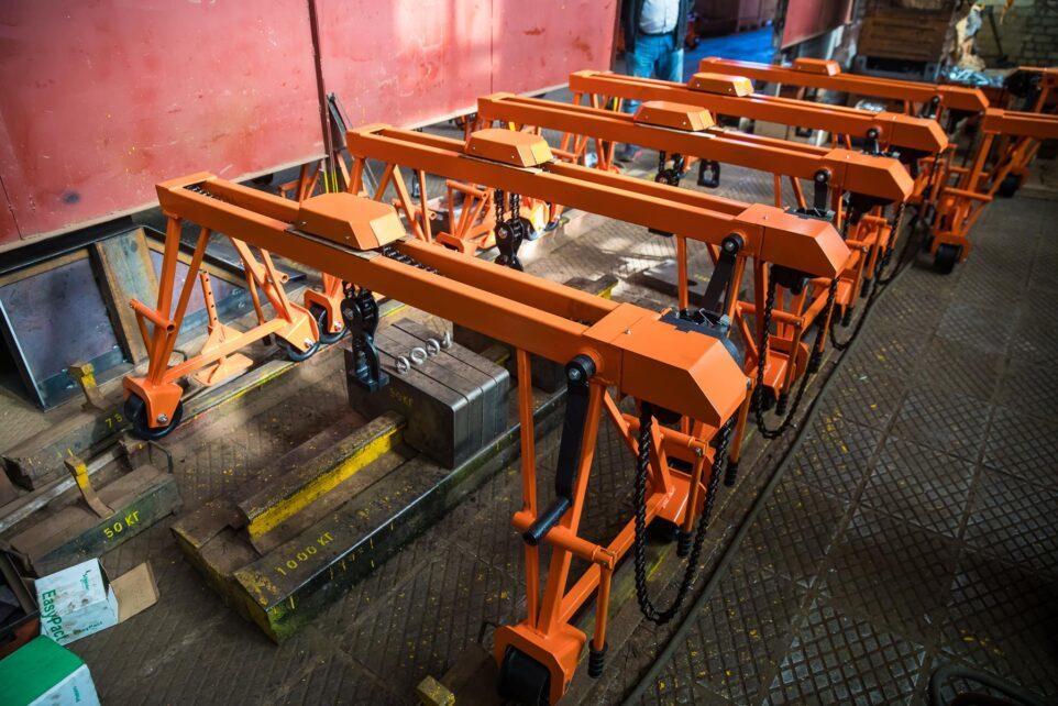 Краны козловые ручные портальные для смены рельс КР-2 (Кубаньжелдормаш) на заводе