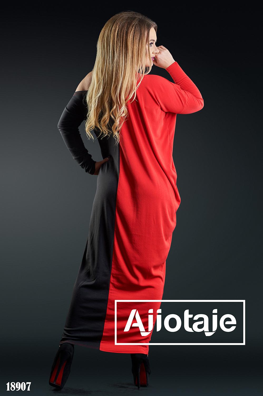 Двухцветное платье макси с ассиметричным вырезом