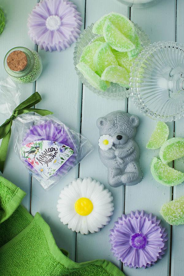 Мыло ручной работы, отлитое по форме Мишка Тедди с ромашкой