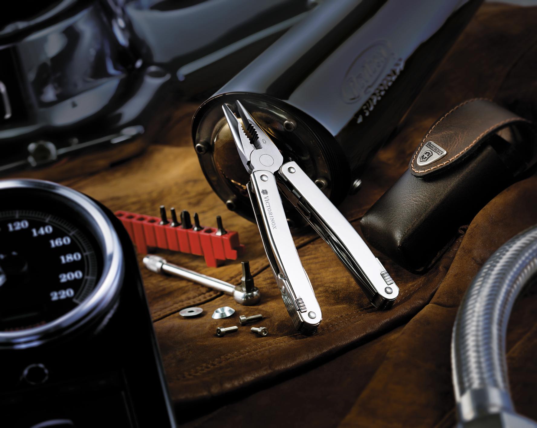 Мультитул Victorinox SwissTool Spirit 38, 105 мм, 38 функций, кожаный чехол