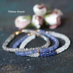 Тонкий браслет из лунного камня и танзанита