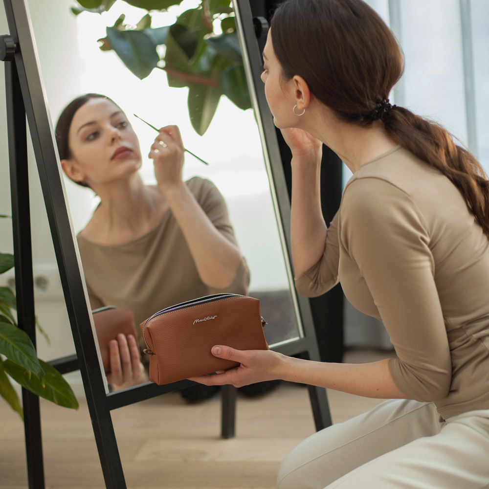 Женская косметичка Briquette Easy из натуральной кожи теленка, цвета карамель