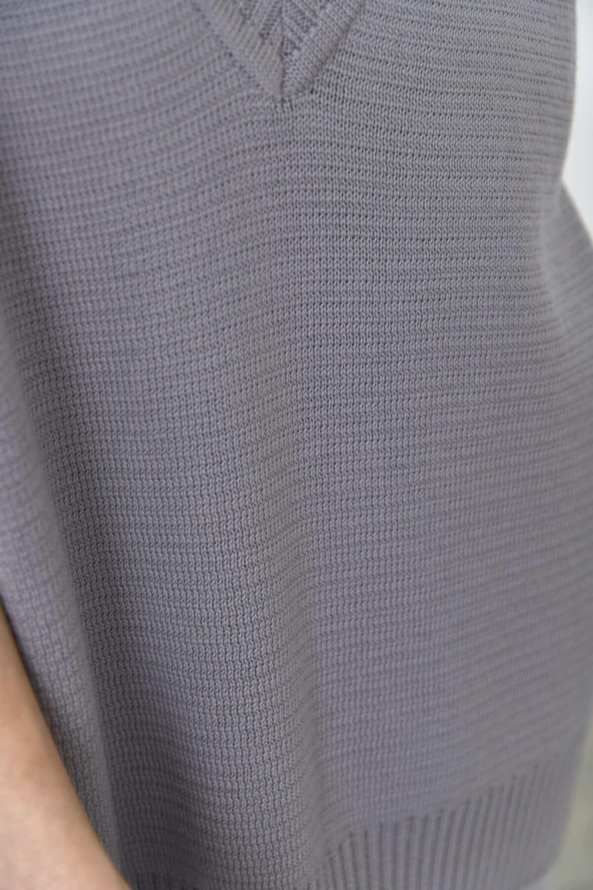 Жилет вязанный, жемчужно-серый