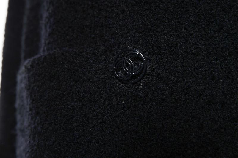 Роскошный жакет из твида темно-синего цвета от Chanel, 42 размер