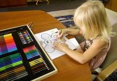 Художественный набор для детского творчества в деревянном чемоданчике, 180 предметов