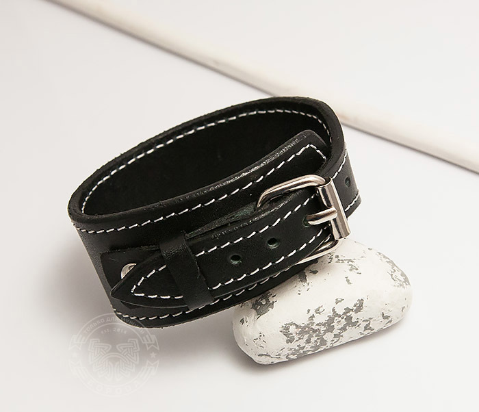 BL405-2 Черный браслет ручной работы с белой нитью. «Boroda Design»