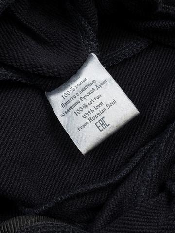 Спортивные штаны тёмно-синего цвета с лампасами, с манжетами. Плотный футер
