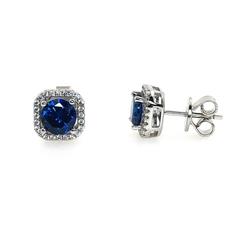 47989- Серьги-гвоздики из серебра с синим кварцем в обрамлении фианитов