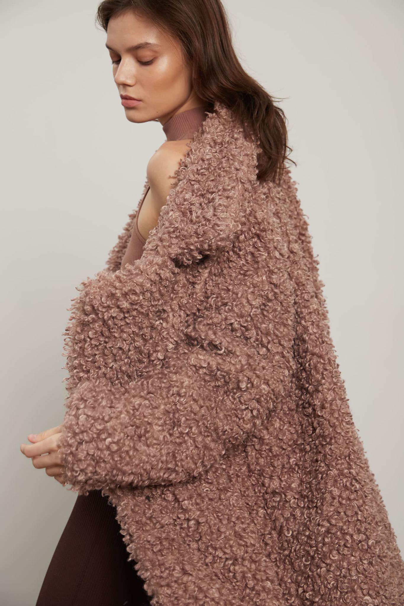 Пальто из экомеха, барашек пудра
